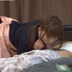 父親の朝起ちチンポをみて発情した女子高生が寝ている父親を襲う