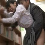 図書館で声を出さずに痴漢魔からの責めを耐え続ける制服JK